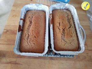 Plum cake nello stampo, cotti e pronti da mangiare